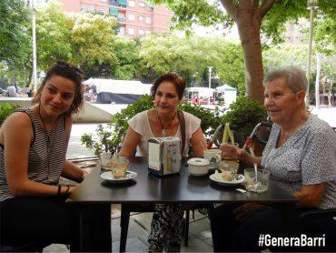 SONIA, Mª JOSÉ I MARIA. Tres generacions de la mateixa familia al barri. Microentrevista a la Plaça Segovia